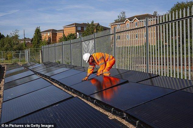اولین خط ریلی انرژی خورشیدی دنیا شروع به کار کرد