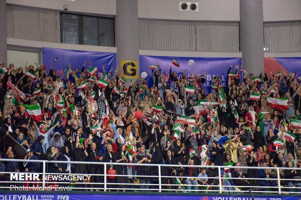 حمایت بی امان تماشاگران ارومیه برد ایران برابر لهستان را رقم زد