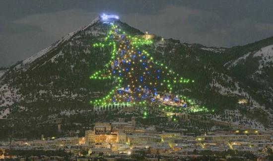 بزرگترین درخت کریسمس دنیا در ایتالیا
