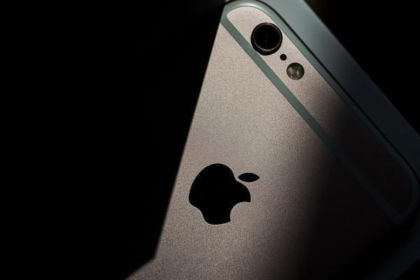 اپل آیفون بدون پورت و دکمه می سازد