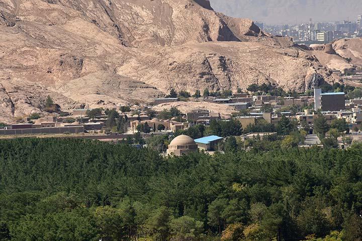 دانشجویان به تشریح ساخت و ساز در کوه صاحب الزمان کرمان پرداختند