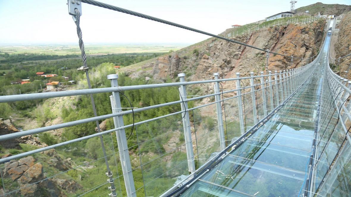 احداث پل شیشه ای و معلق بر روی سد مهاباد، تاسیسات گردشگری در مهاباد رونق می گیرد؟