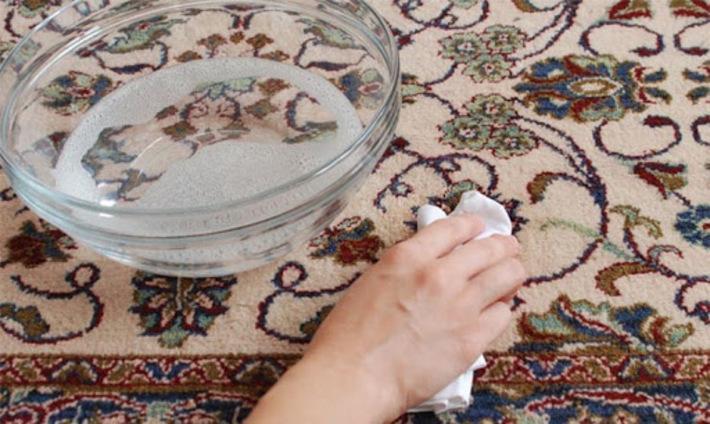 نحوه پاک کردن لکه روغن از روی فرش
