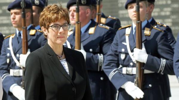 وزیر دفاع آلمان به رفتار روسیه برای توجیه هزینه کرد نظامی اشاره نمود