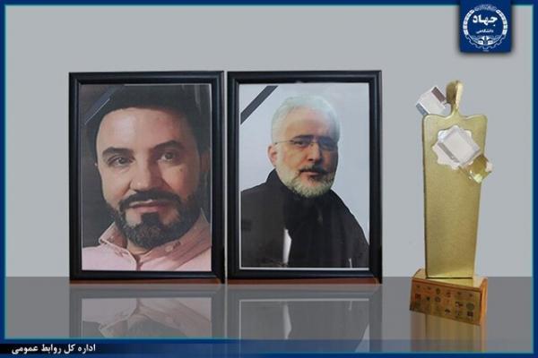 اعطای تندیس فداکاری به خانواده های دو شهید مدافع سلامت تهران
