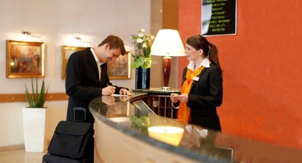 چک این و چک اوت در هتل